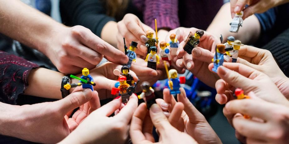 1590596417-lego-people-team